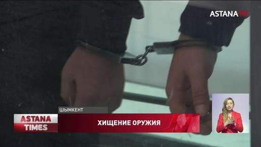 За хищение оружия из воинской части наказали контрактника и семь гражданских