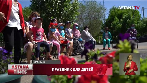 Одежду и сладкие подарки раздали детям Уральска представители партии «Nur Otan»