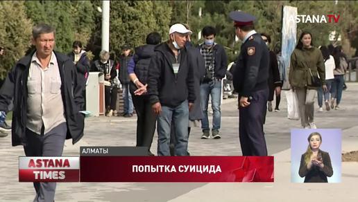 Пьяный мужчина вскрыл себе вены прямо на оживленной улице в Алматы