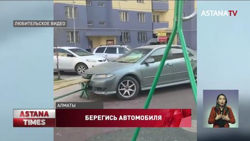 Автомобиль без водителя протаранил детскую площадку в Алматы