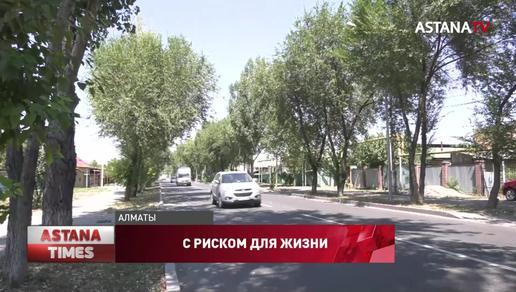 Из-за плохой дороги жители района Алматы боятся отпускать детей на улицу